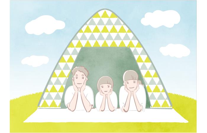 テントで寛ぐ親子3人の無料イラスト